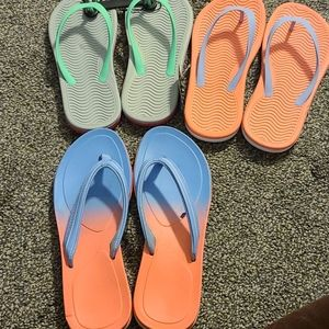 Bundle of flip flops  size 4/5